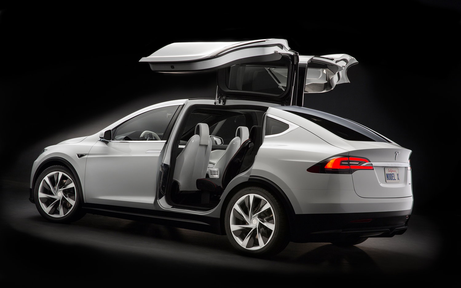 tesla mod le x bient t chez nous adg. Black Bedroom Furniture Sets. Home Design Ideas
