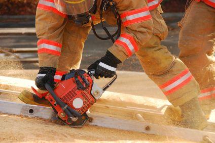 Des pompiers forcés d'enlever à la scie un jouet s