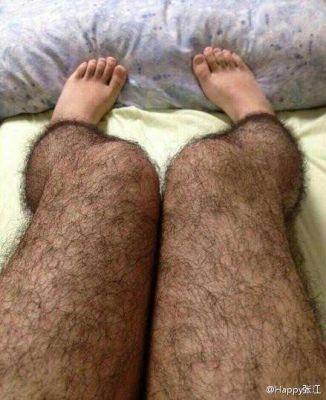 Des collants poilus pour les jambes des filles!