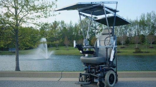 Un fauteuil roulant électrique à énergie solaire