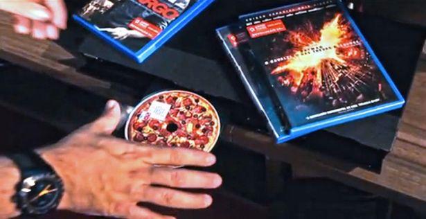 Domino's Pizza lance des étiquettes à DVD qui sent