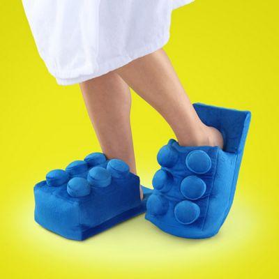 Des pantoufles en forme de LEGO