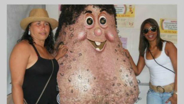 Señor Testiculo : une mascotte en forme de testicu