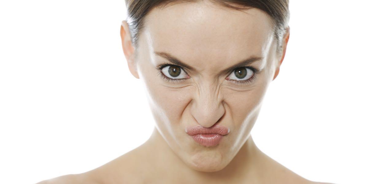 Lidiome vomi, tant pour la langue parlée que pour la langue écrite, est.