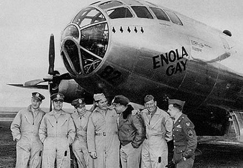 Les bombardements atomiques d'Hiroshima et Nagazaki Enolagay-crew