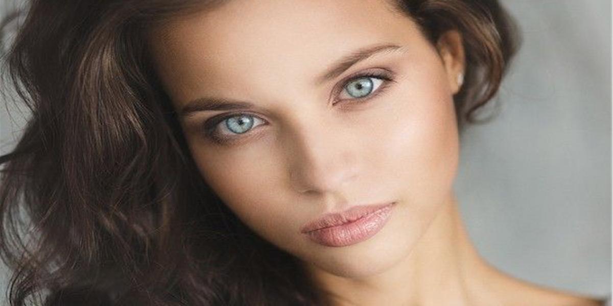 Jolie jeune fille se donne un gros orgasme invité surprise 8