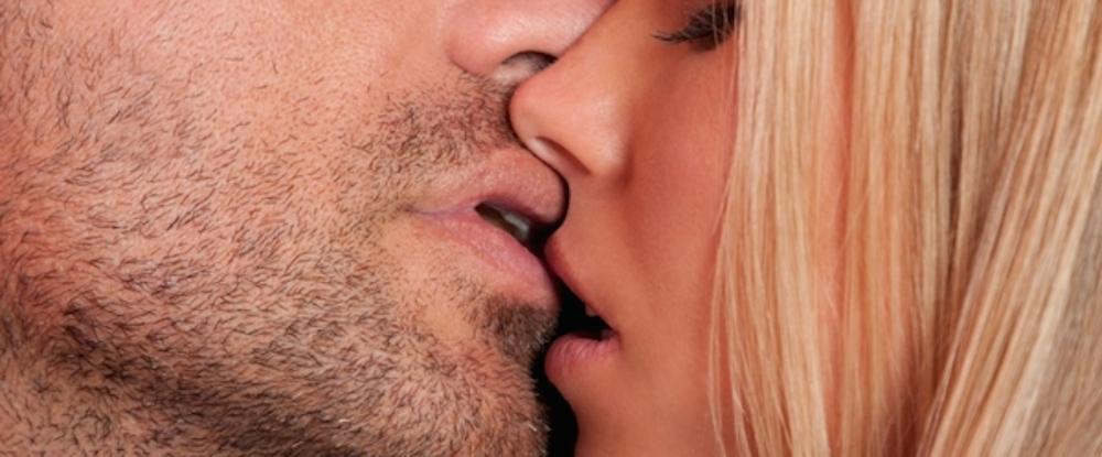 Dix gars baisent une fille