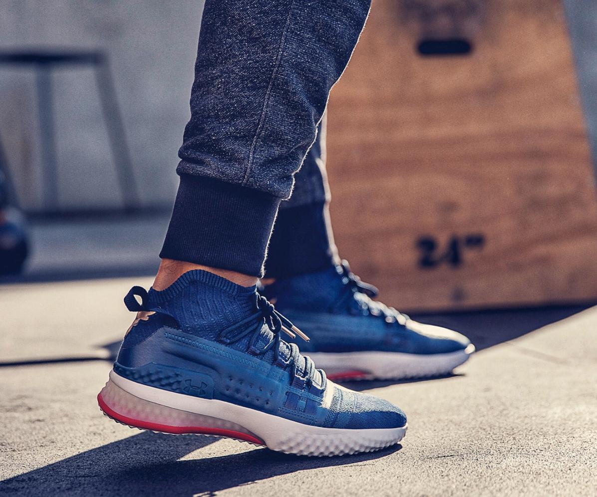 En plus d avoir un de ces looks, la nouvelle chaussure, officiellement  baptisée Project Rock 1 est super légère. Spécialement créé pour atteindre  la hauteur ... 1271b8ce379b