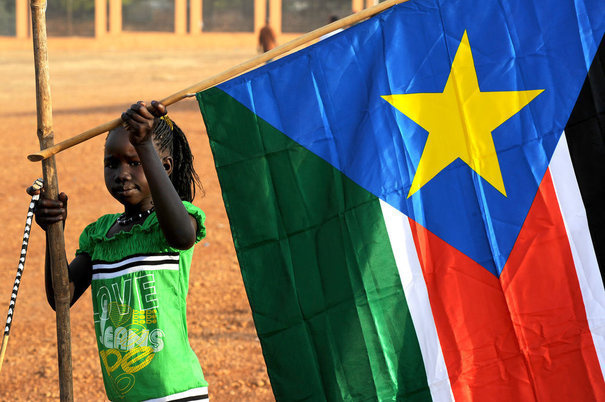 http://www.lexpress.fr/medias/1451/743192_a-girl-holds-a-south-sudan-flag-during-the-announcement-of-the-preliminary-results-of-voting-in-sudan.jpg