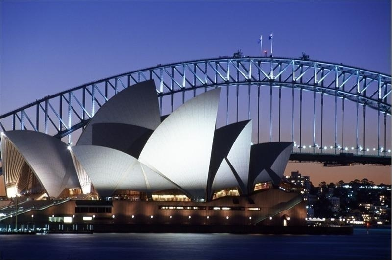 http://culturextourism.com/wp-content/uploads/2013/11/Sydney-Opera-House-Top-Tourist-Attraction-in-Australia.jpg