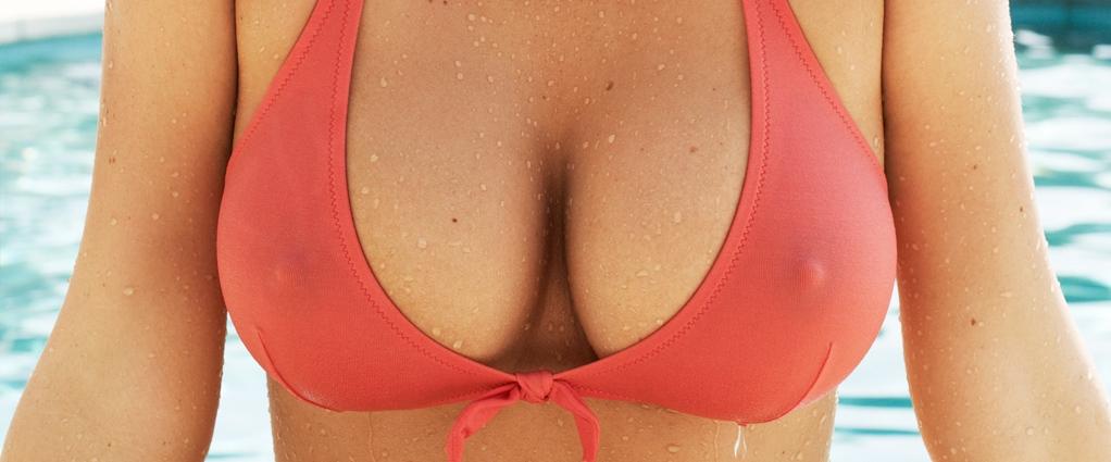Mamans avec de faux seins