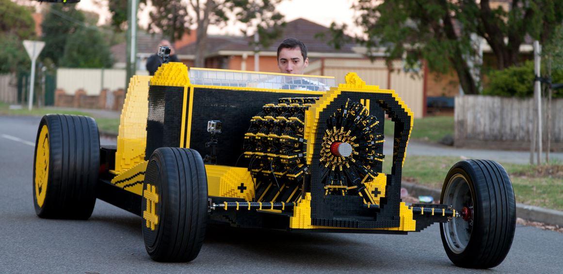 un roumain a construit une voiture en lego adg. Black Bedroom Furniture Sets. Home Design Ideas